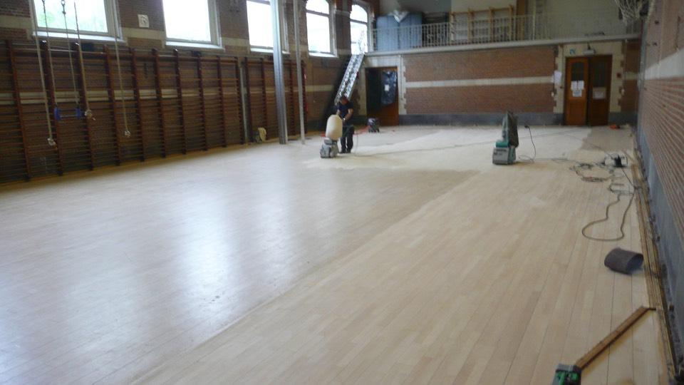renovatie houten vloer sportzaal