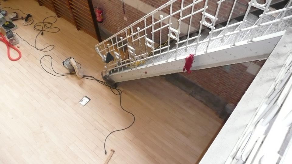 houten vloer behandelen schuren en vernis