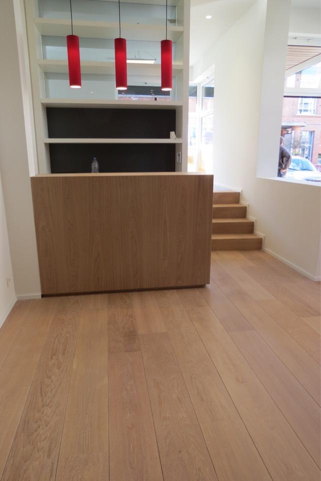 houten vloer in handelsruimte